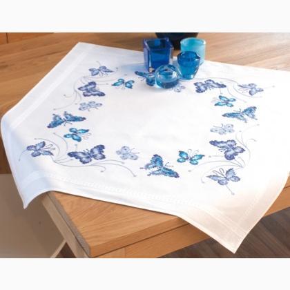 Tovaglia farfalle blu da vervaco per la casa for Farfalle da ricamare