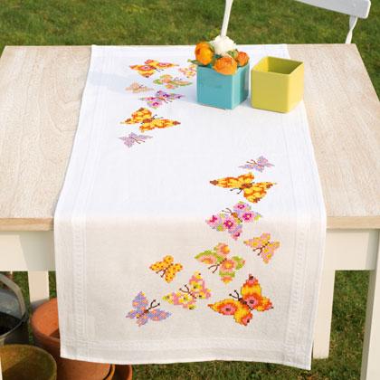 Striscia farfalle colorate da vervaco per la casa for Farfalle da ricamare