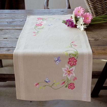 Striscia fiori rosa e farfalle da vervaco per la casa for Punto croce fiori e farfalle